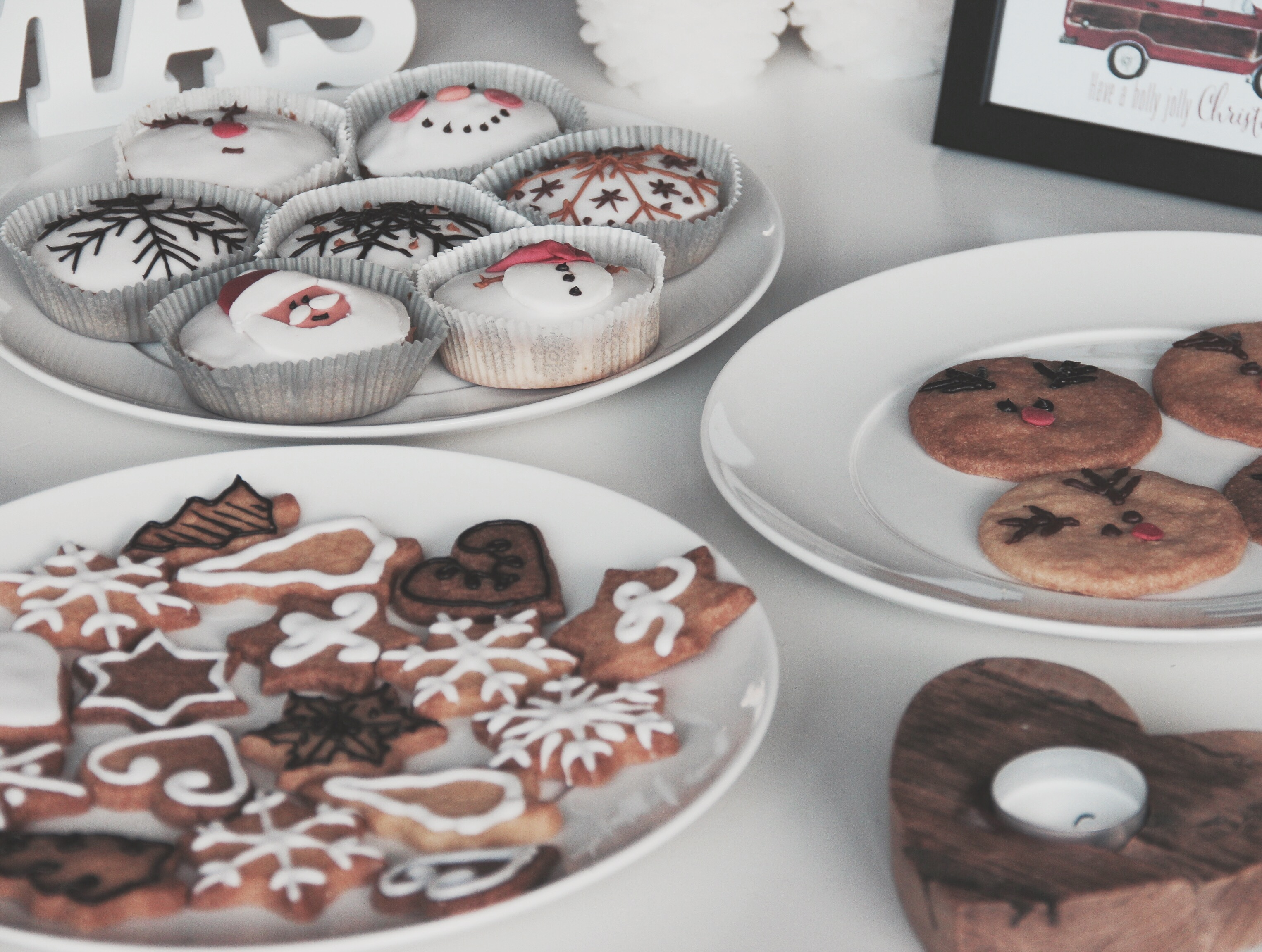 It's The Season To Be Jolly | Christmas Cookies & Cupcakes